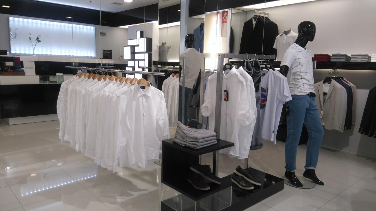 Prodejna pánské módy FERATT přemístěna Prodejna pánské módy FERATT  přemístěna ... 436b3069ab1