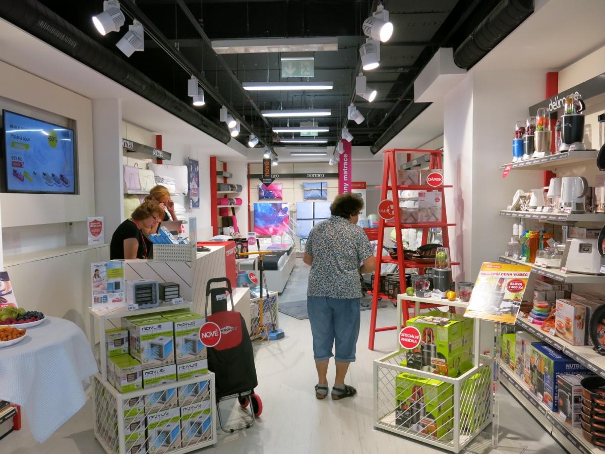Otevření prodejny TOP SHOP s Evou a Vaškem! 18b07c975b5