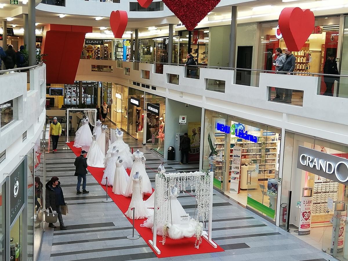 b1dfceb7e0e ... Výstava svatebních šatů a Valentýn ve Zlatém jablku ...